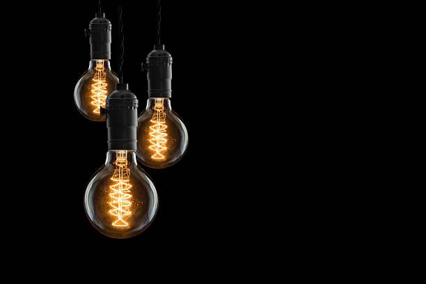Idée concept-les ampoules incandescentes Vintage sur fond noir - Photo