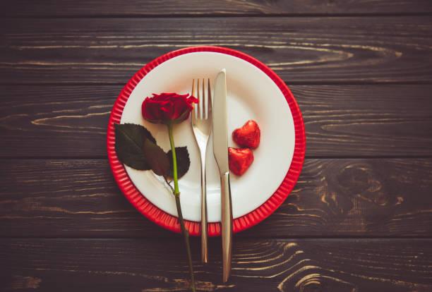 idea para el ajuste de la tabla de san valentín - date night fotografías e imágenes de stock