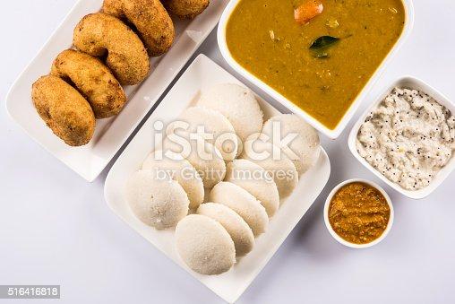 Idli vada sambar su sfondo bianco cucina indiana for Piani di progettazione domestica indiana con foto