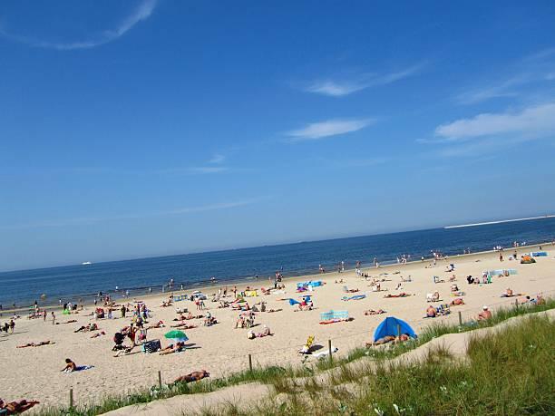 idyllischer strand am meer - sylt urlaub stock-fotos und bilder