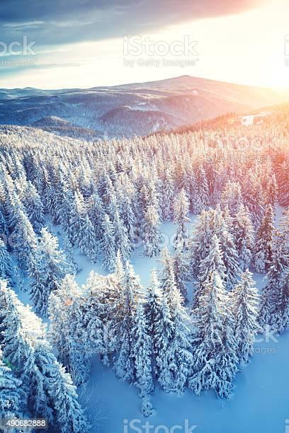 Idyllic winter sunrise picture id490682888?b=1&k=6&m=490682888&s=612x612&h=xkl9 p2t7yteunwc8cfz6ur8 yco0 mpeycvxezoq w=