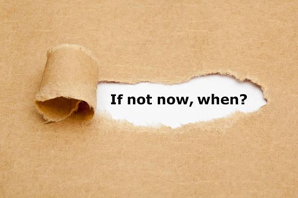 wenn nicht jetzt, wann zerrissen papier - neuer tag motivation stock-fotos und bilder