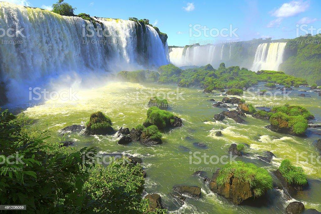 イグアスの滝で落ちる国立公園、ブラジル-南アメリカ - イグアス滝のロイヤリティフリーストックフォト