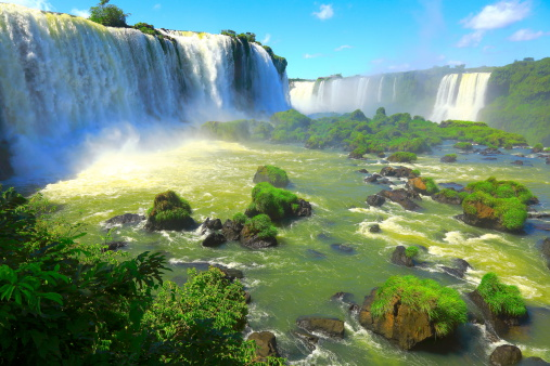 イグアスの滝で落ちる国立公園ブラジル南アメリカ - イグアス滝のストックフォトや画像を多数ご用意