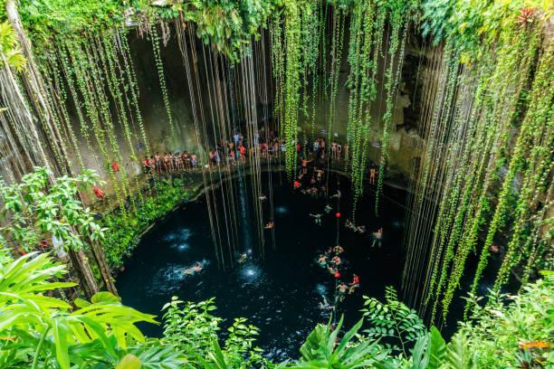 Ik-Kil Cenote, Chichen Itza, Mexiko. – Foto