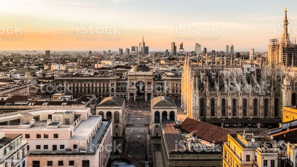 Il Duomo E La Skyline Di Milano Dalla Terrazza Martini Stock