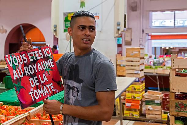 il mercato coperto di forville mercado, cannes, costa azzurra - ambulante foto e immagini stock