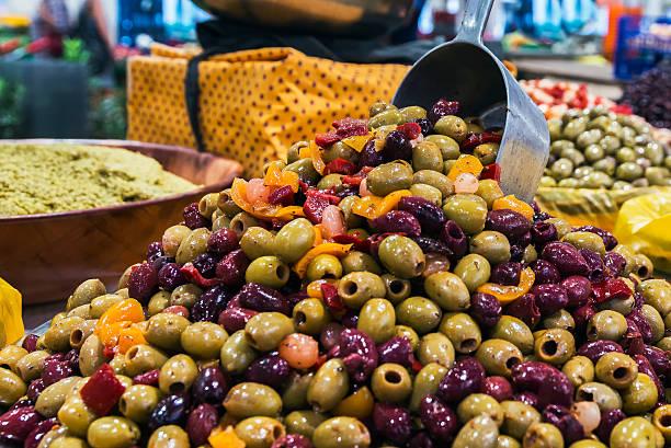 il mercato mercato coperto di forville, cannes, costa azzurra - ambulante foto e immagini stock