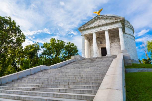 Illinois Monument at Vicksburg USA Civil War Illinois Monument in Vicksburg National Military Park. Vicksburg, Mississippi civil war memorial minnesota stock pictures, royalty-free photos & images
