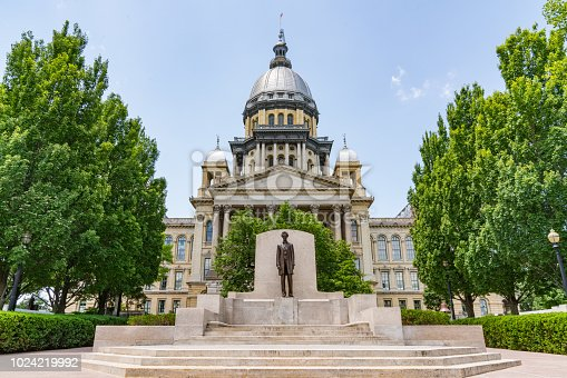 Abraham Lincoln statue in front of the Illinois State Capital Building in Springfield, Illinois