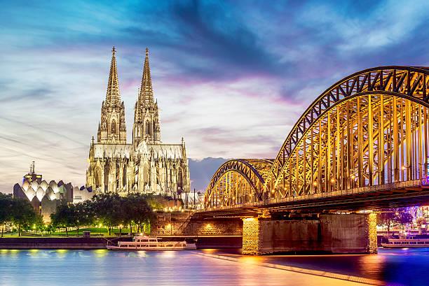 lumières de cologne, dom - cathédrale photos et images de collection