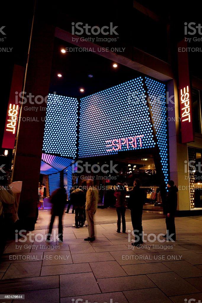 Beleuchtet Eingang Des Esprit Mode Entdecken Sie Frankfurt Stockfoto ...