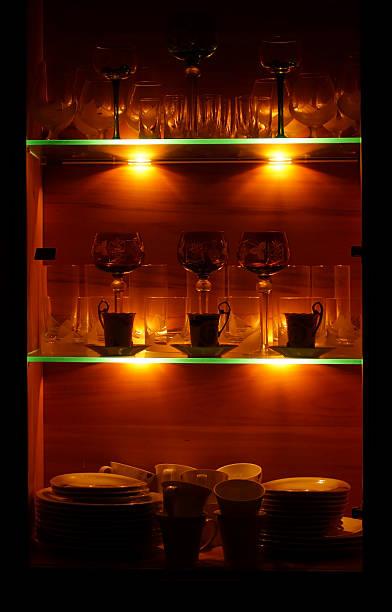 licht aus vitrine - vitrinenschrank stock-fotos und bilder