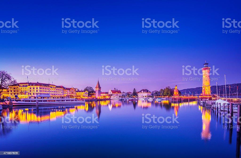Beleuchtet Hafen von Lindau am Bodensee (Nacht)  – Foto