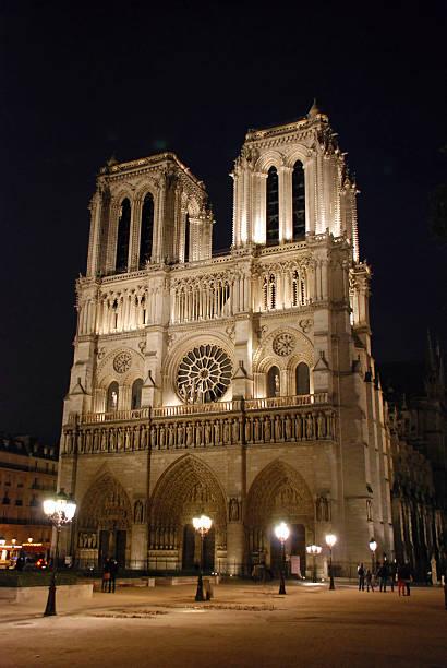 Beleuchtet Notre Dame Kathedrale in Paris – Foto