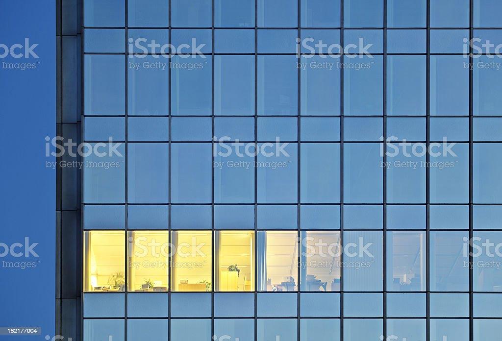 Beleuchtete Raum In einem Office Tower – Foto