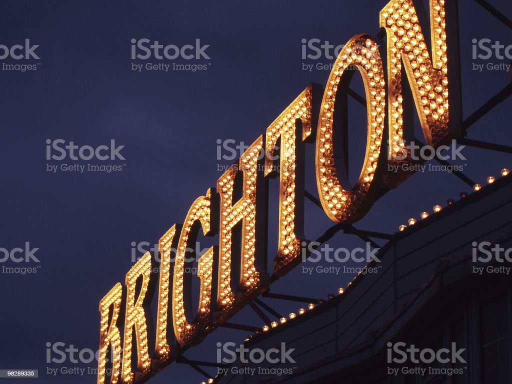 Segno illuminato al molo di Brighton. East Sussex. foto stock royalty-free