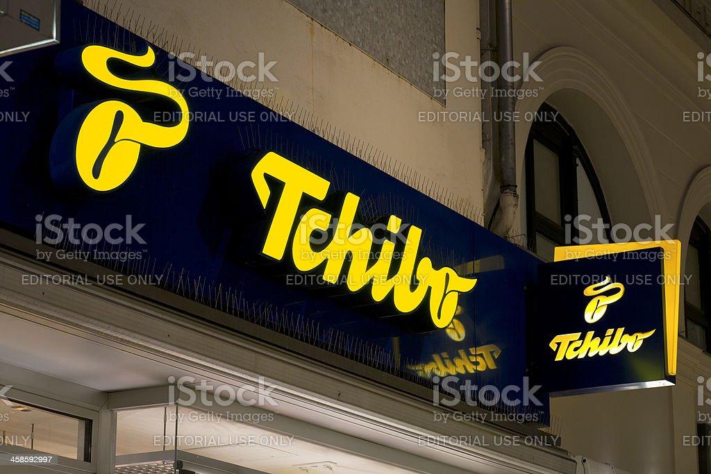 Beförderung bis zu 60% sparen bester Verkauf Illuminated Sign Of Tchibo Store Stock Photo & More Pictures ...