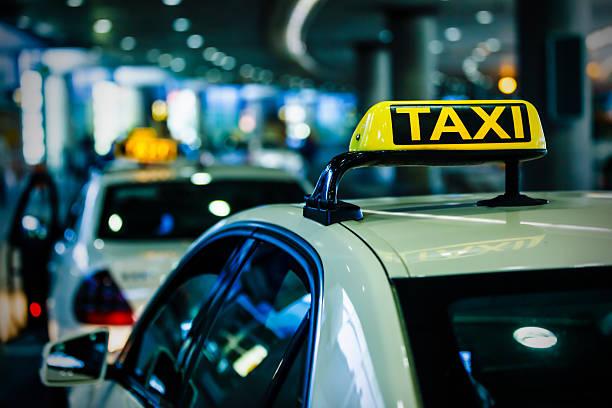 Beleuchtet Taxi sign – Foto