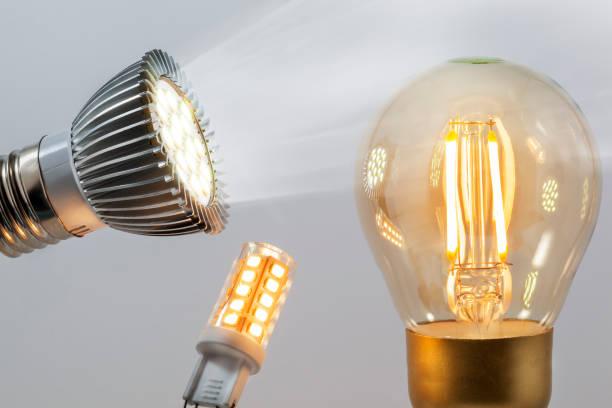Verlichte warme led-verlichting en een led-spot foto