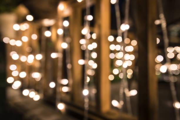 beleuchtung auf holzzaun - japanische lampen stock-fotos und bilder