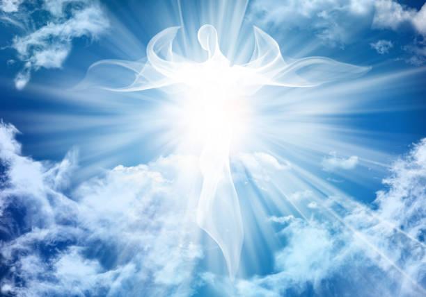 illustration soyut beyaz melek. parlak ışık ışınları ile gökyüzü bulutlar - cennet stok fotoğraflar ve resimler