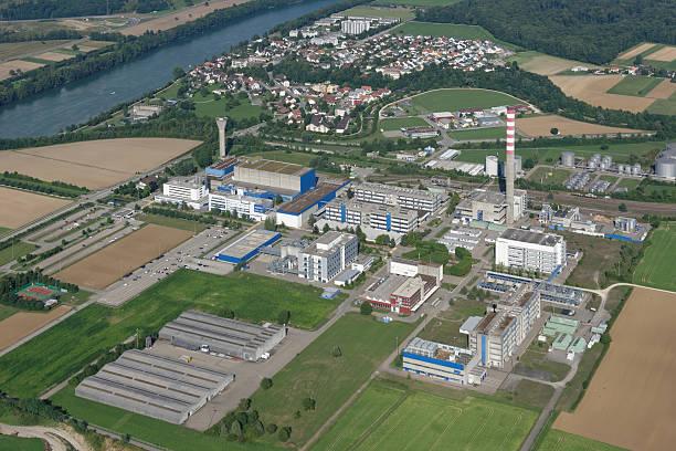 illustration landscape of pharmaceutical industry building - industriegebied stockfoto's en -beelden