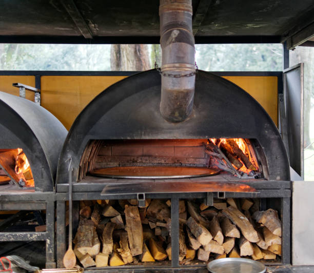 image inside a firewood hoven with farinata inside image inside a firewood hoven with farinata inside in italy farinata stock pictures, royalty-free photos & images