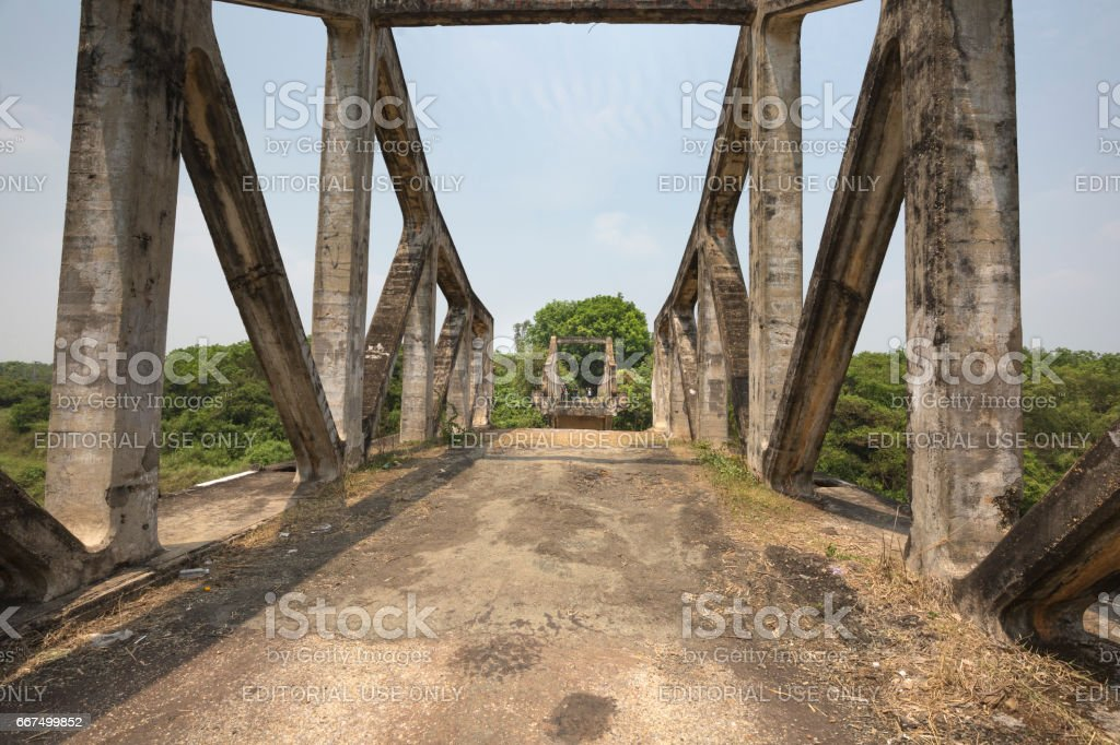 Image of a bridge destroyed during the war foto stock royalty-free