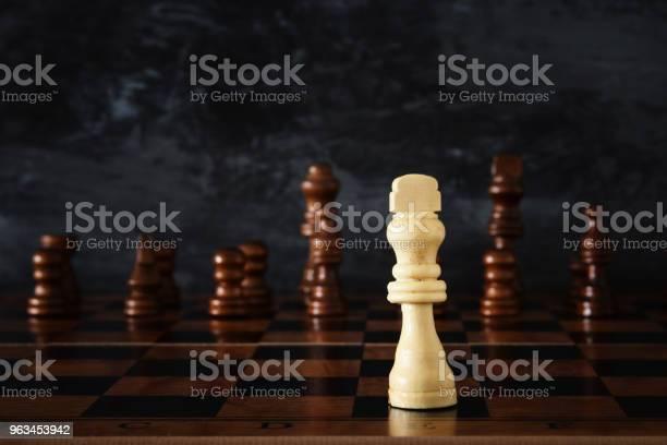 Obraz Gry Szachowej Planszowej Koncepcja Biznesu Konkurencji Strategii Przywództwa I Sukcesu - zdjęcia stockowe i więcej obrazów Bitwa