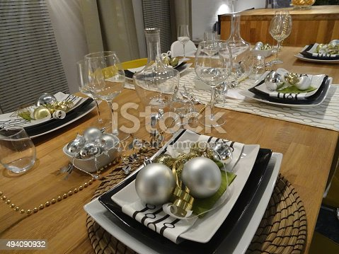 Image Of Christmas Dining Table Placemats Placesettings Baubles ...
