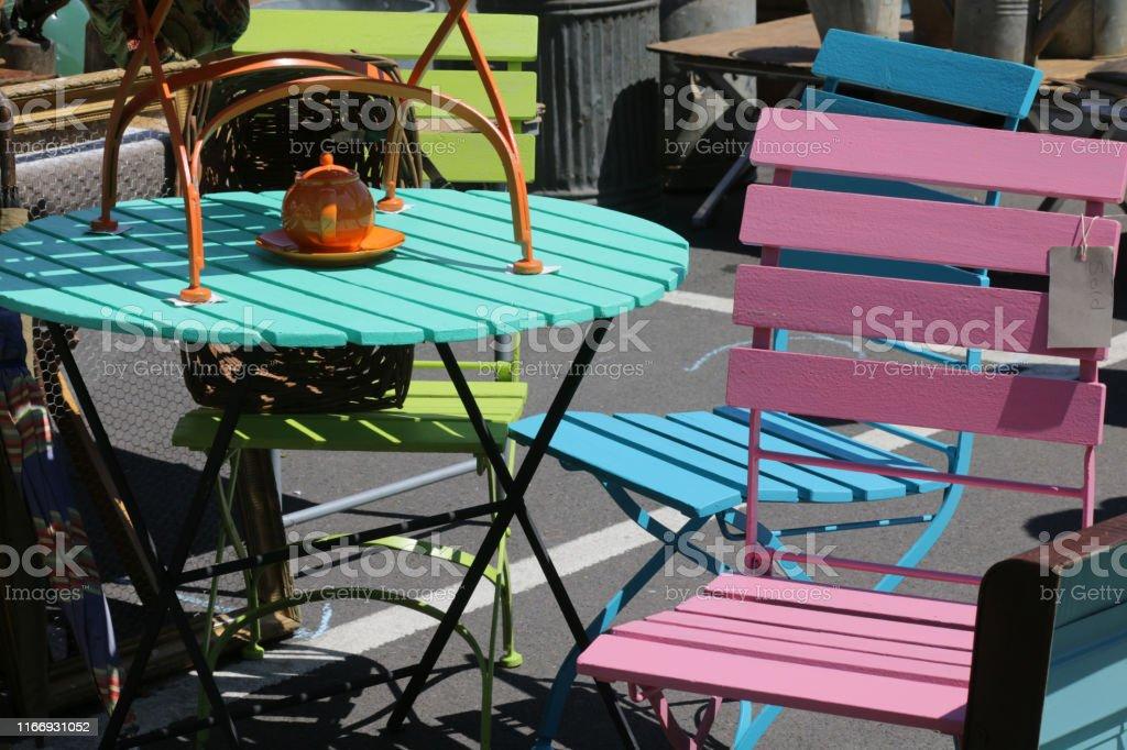 Photo libre de droit de Image De Couleur Peinte Petite Table ...