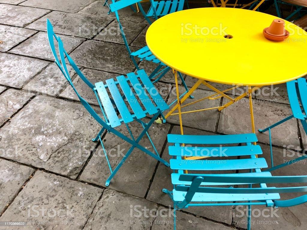 Imagen De Mesas Y Sillas De Patio De Jardín Circular Es ...