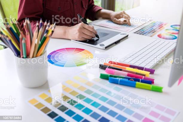Image of female creative graphic designer working on color selection picture id1057613484?b=1&k=6&m=1057613484&s=612x612&h=woib2fppy211xsxa0qhickvebnbsly43cfjau9iga u=