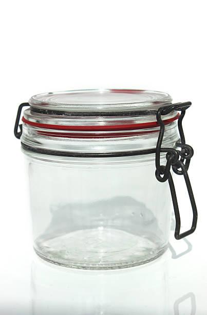 bild von glas krug mit metall-lagerung hebearm clip - topfdeckel speicher stock-fotos und bilder