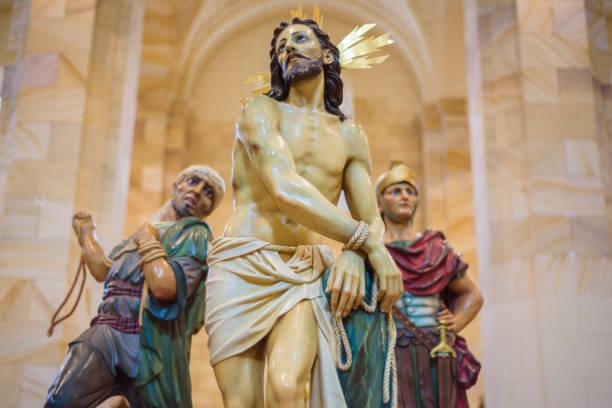 bilden av jesus kristus, interiör av kyrkan saint mary. påskveckan (semana santa) i briviesca, burgos province, spanien - easter procession spain bildbanksfoton och bilder