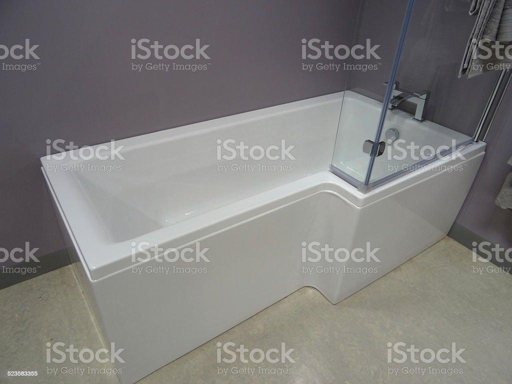 Vetri Per Vasca Del Bagno.Immagine Del Bagno Moderno Bianco A Forma Di Doccia E Vasca Doccia