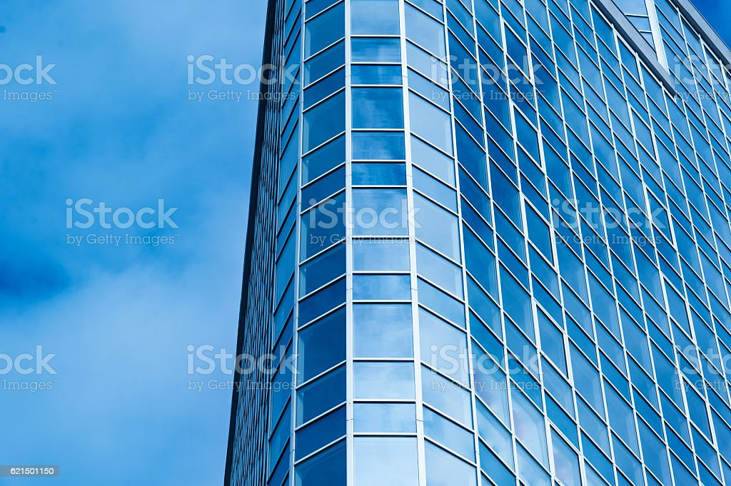 Image of modern office building against cloudy sky foto stock royalty-free