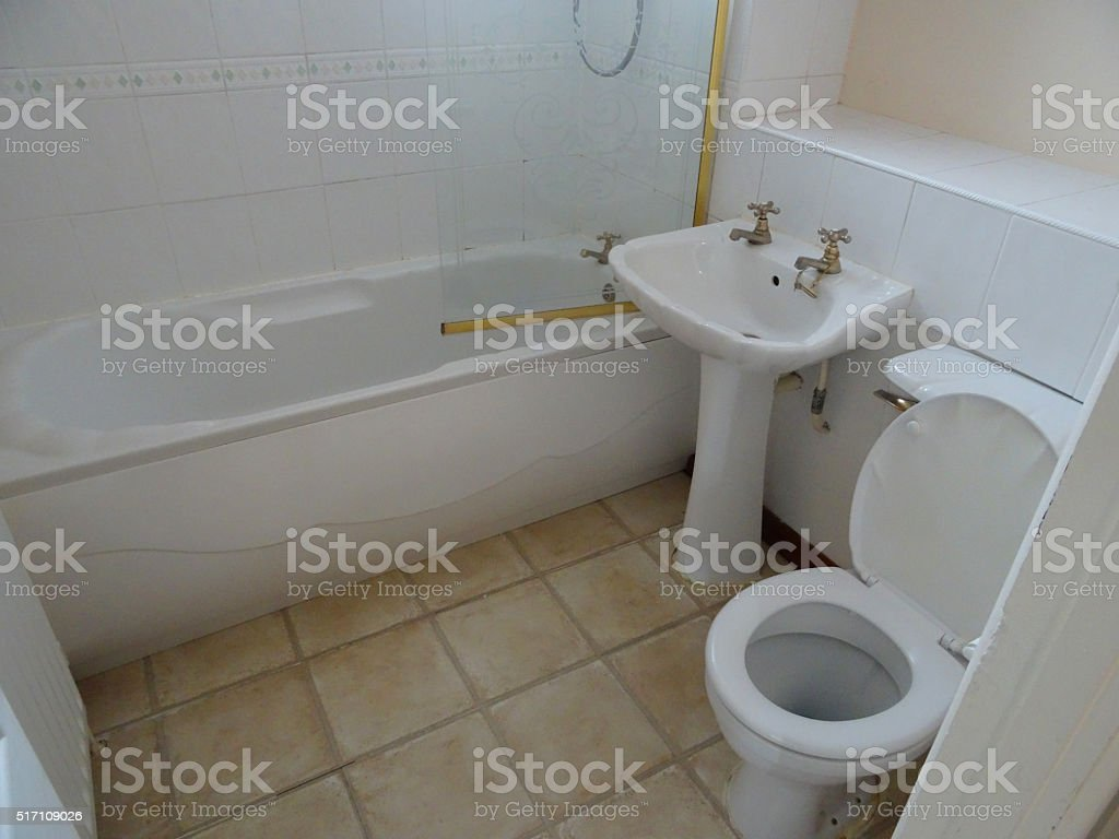 Toilette Da Bagno : Immagine di moderno bagno bianco suite toilette e lavabo vasca da