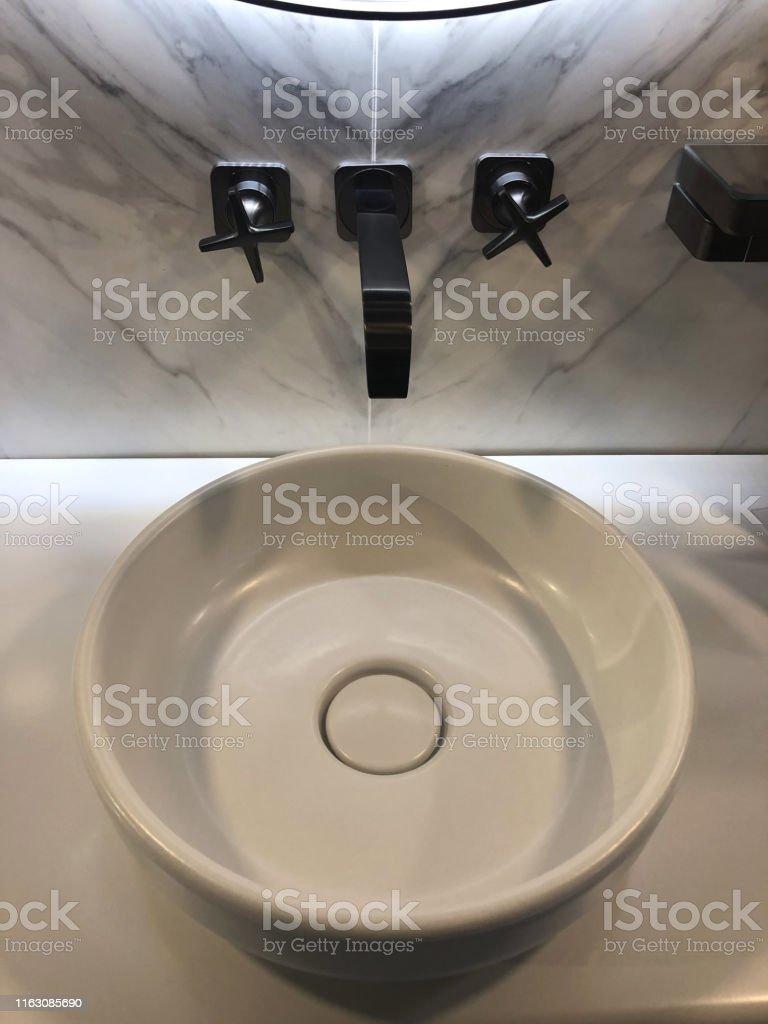 Bild Von Modernen Weißen Luxus Waschraum Badezimmer Suite ...