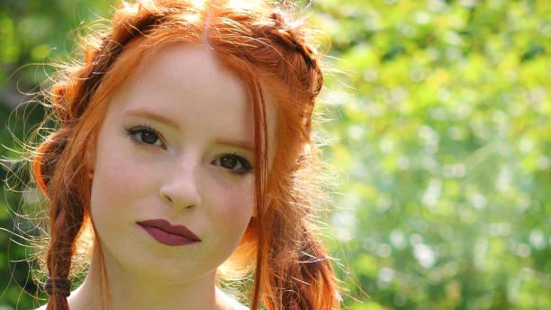 bild von hübschen jungen frau teenager-mädchen - schnittmuster kinder stock-fotos und bilder