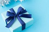 洗練された青いプレゼントのイメージ