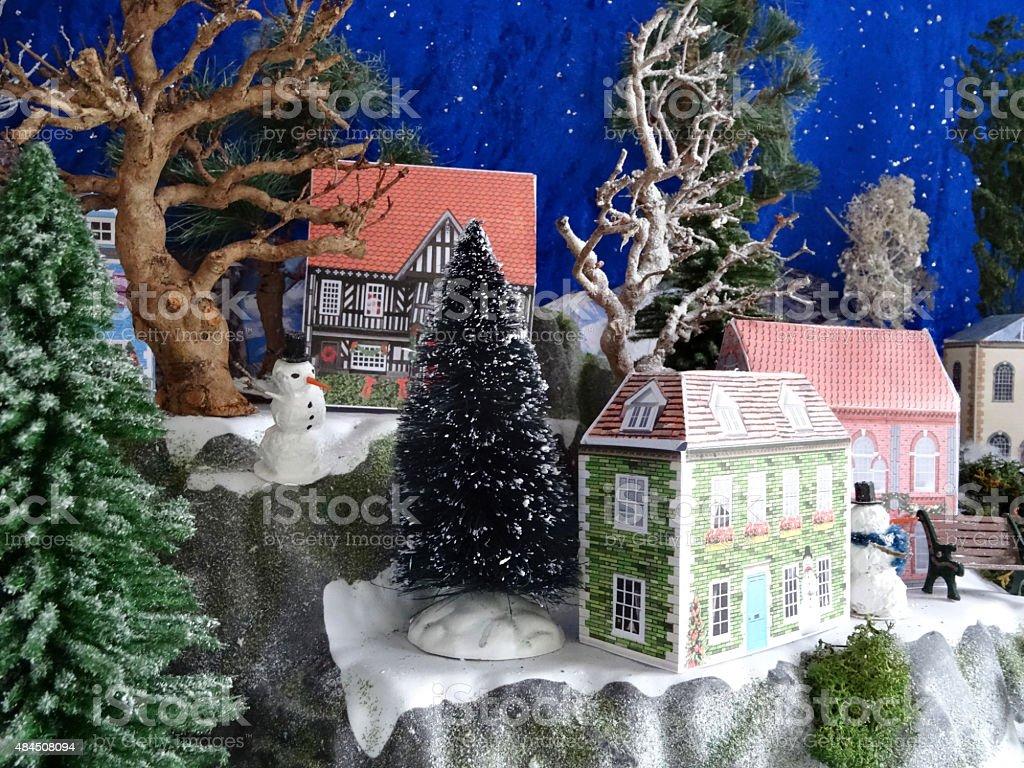 Case Di Montagna A Natale : Immagine di montagna con neve natale villaggio case di carta