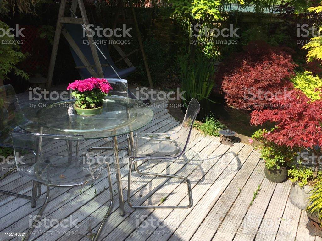Jardin Sur Une Terrasse photo libre de droit de image de jardin de printemps avec