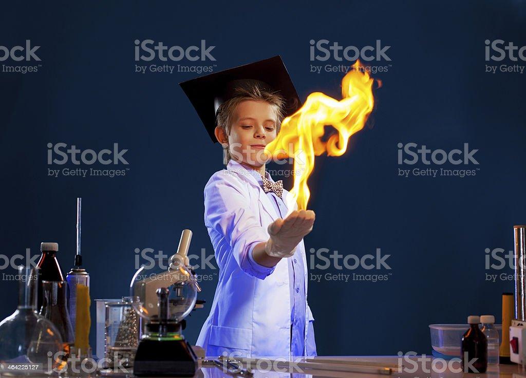 Bild von witted junge holding Feuer in den Händen – Foto