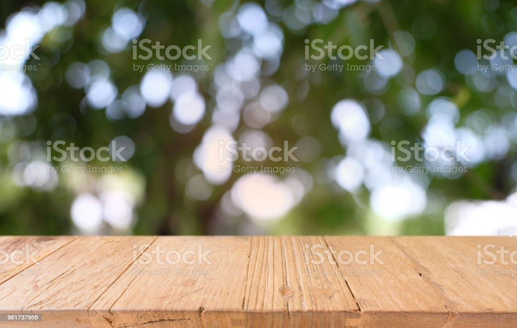 Photo libre de droit de Image Dune Table En Bois En Face De ...
