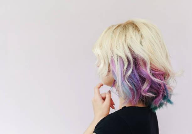 eingebildete mädchen - haarfarbe ohne ammoniak stock-fotos und bilder