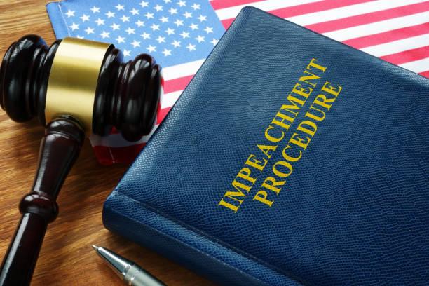Impeachment-Verfahren Gesetz, Gavel und USA Flagge. – Foto