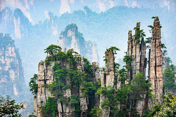 imperial stift peak der zhangjiajie - landscape crazy stock-fotos und bilder