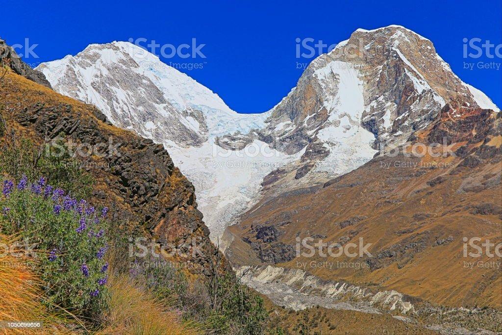 Impressionante Huscaran montanha - Cordilheira Blanca - Huaraz, região de Ancash, Peru - foto de acervo